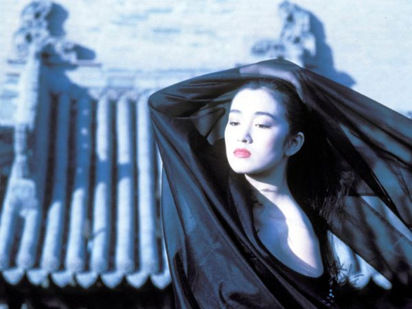 an analysis of the film yi mou zhangs raise the red lantern Aise the red lantern (1991), directed by zhang yimou, is a visual masterpiece in raise the red lantern, zhang uses parallelism to link characters and to link scenes aise the red lantern is a visually complex film.